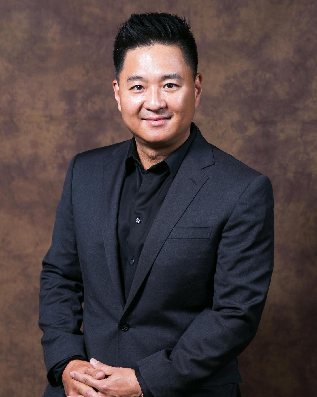 Dr. Peter Suh DMD headshot, restorative and cosmetic dentist in Van Nuys CA